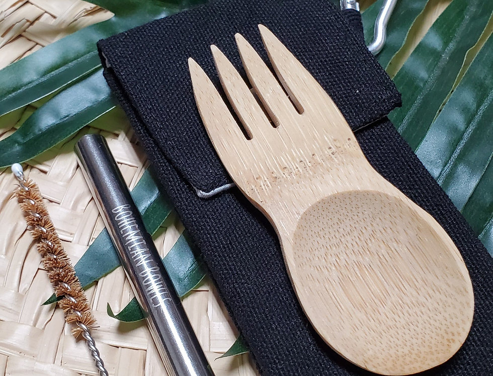 Bohemian Bowls Mini Bamboo Spork Steel Telescope Straw Straw Cleaner With Black Storage Bag On Top Of Straw Mat And Palm Leaf