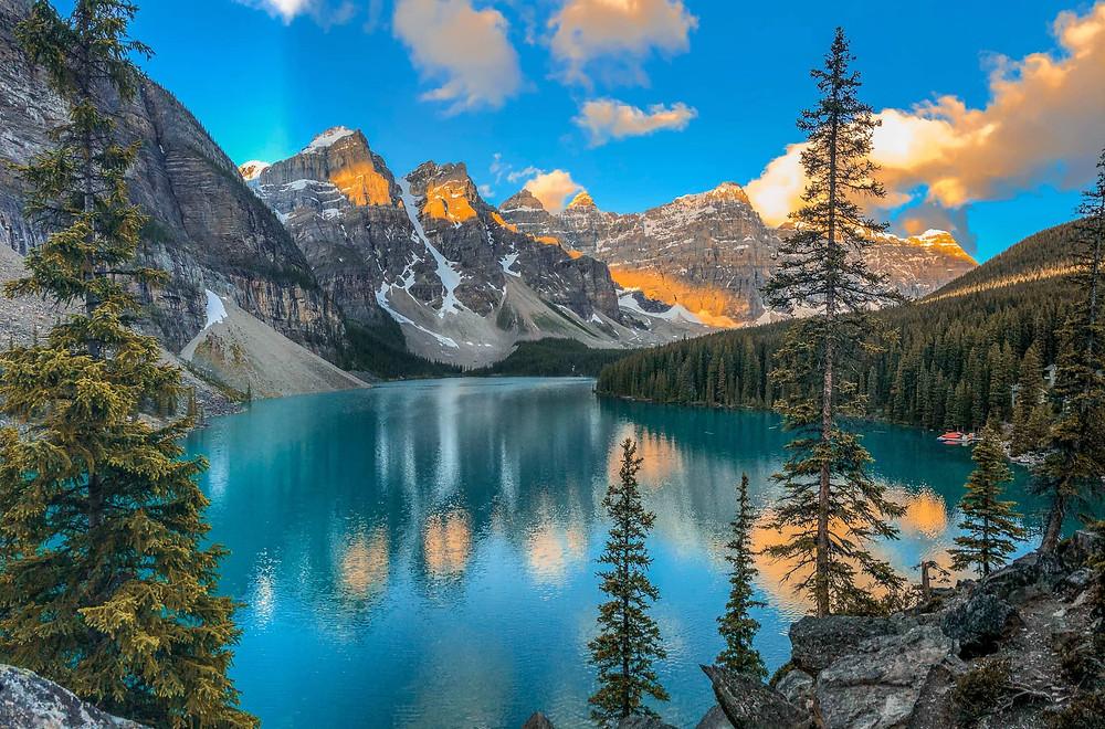moraine lake rockpile best easy hike near banff