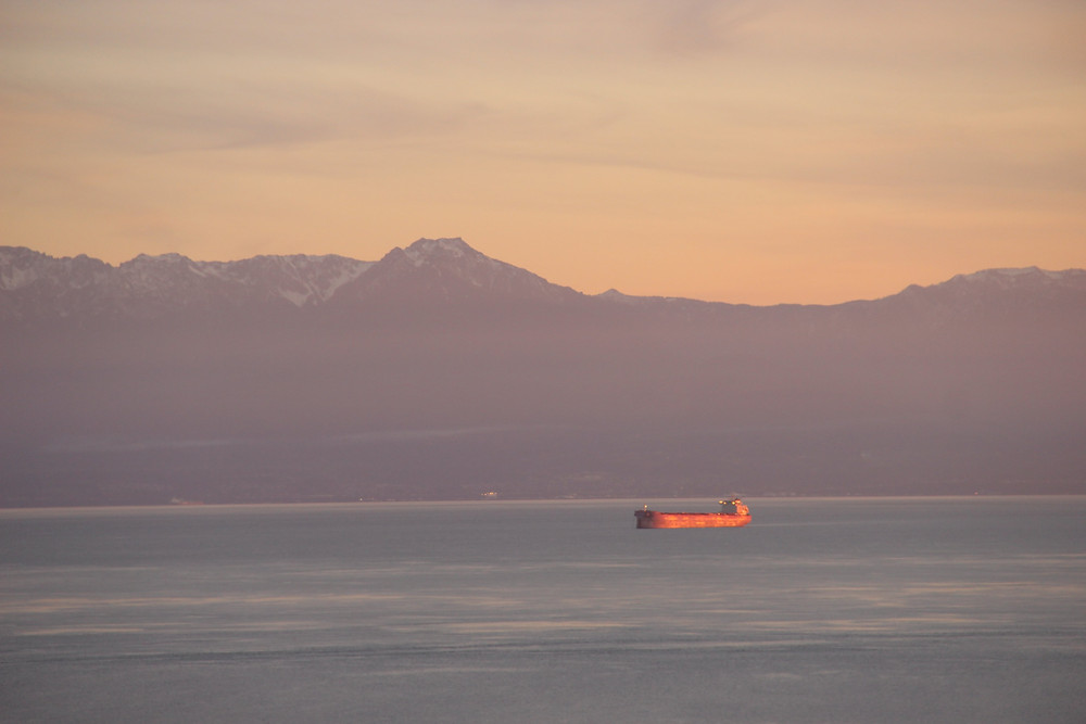 The best Sunset spot in Victoria offers views of the olympic mountains