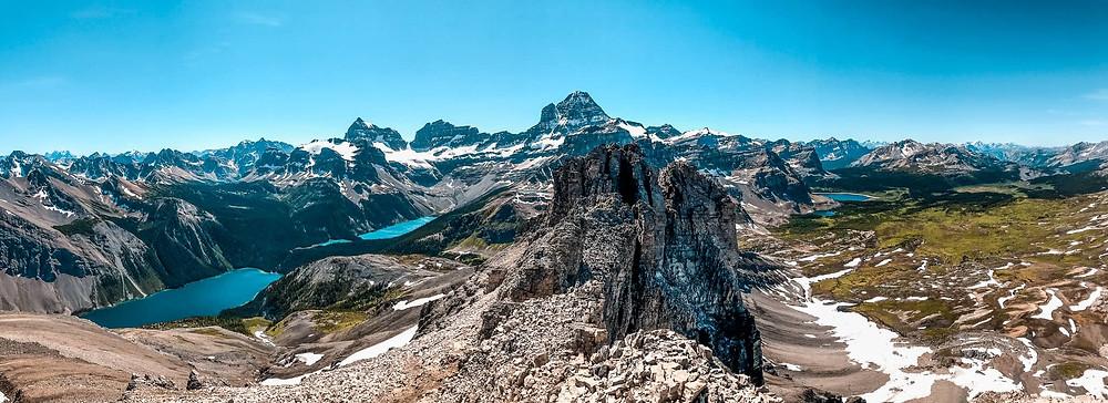 360-views of the Mount Assiniboine valley from Wonder Peak