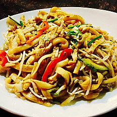 Chicken stir fried cut noodles with