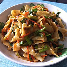 Curry Chicken stir fried cut noodles