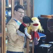 Storytelling using puppets