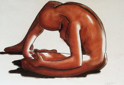 Femme assise de profil