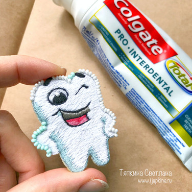Улыбающийся зуб