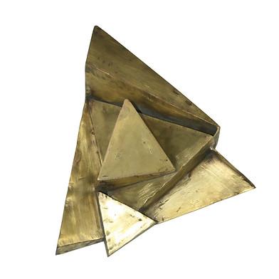 """Cuatro progresiones: El triángulo"" Latón 26.7 x 24 x 7cm Firma grabada: DL 15.7.2010"