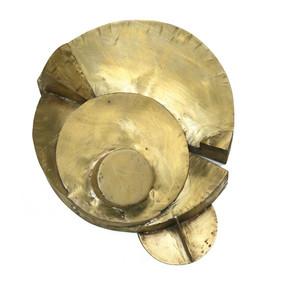 """""""Cuatro progresiones: El círculo"""" Latón 25 x 27 x 9.5cm Firma grabada: DL 15.7.2010"""