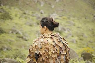 Piel de otoño Saco de fieltro y hojas secas Performance-objeto Lomas de Lúcumo, Perú 2016