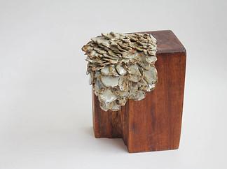 """""""Sin Título"""" madera y gres 15 x 17 x 20 cms 2017"""
