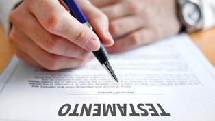 El testamento es un el acto jurídico por la cual una persona dispone sus bienes