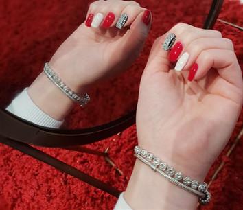 nails 12-min.jpg