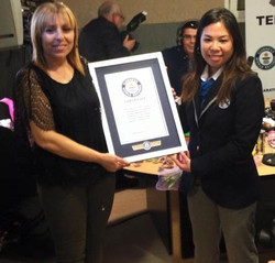 Dulce Meneses y Juez Guinness World Records
