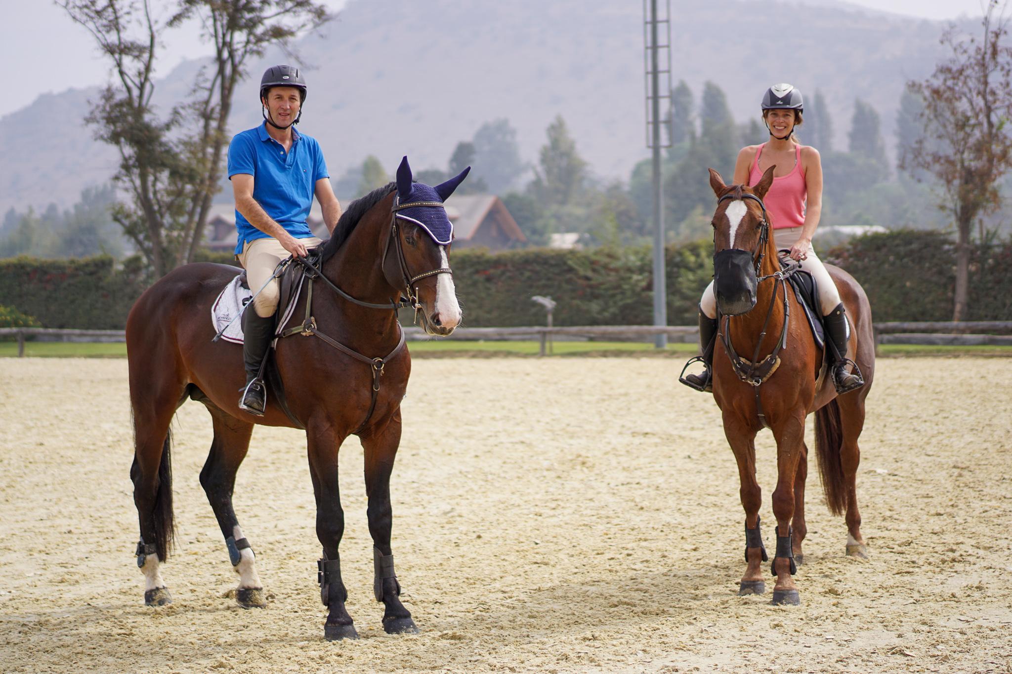 Clases de Equitación posando