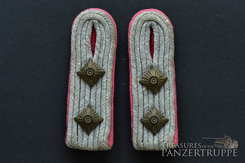 Boards & tabs for a Hauptmann of the Panzertruppe