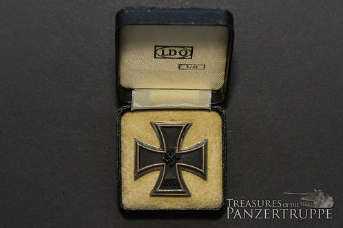 Iron Cross First Class in Case L/52 (both marked)