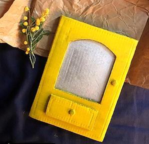 BOTIQUIN DE VERSOS. Llibre de poesía, artesà fet amb paer i cartrò rciclat. El niu del gecko espai d cracó artitica i artesanal
