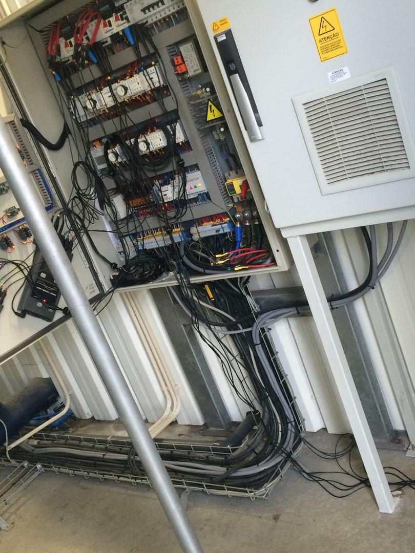 Análise eléctrica de chiller em fábrica