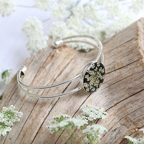 Silver bangle in jet black with real Queen Anne's Lace flower