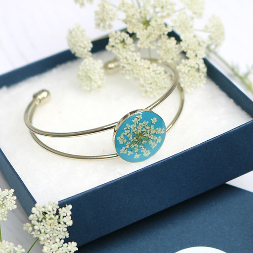Silver bangle in Teal, with real Queen Anne's Lace flower