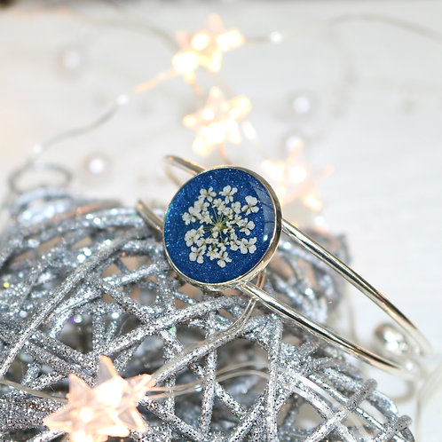 Silver bangle in blue shimmer, with real Queen Anne's Lace flower