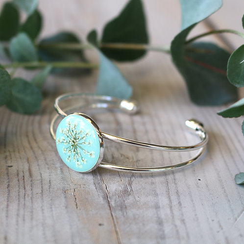 Silver bangle in Mint, with real Queen Anne's Lace flower