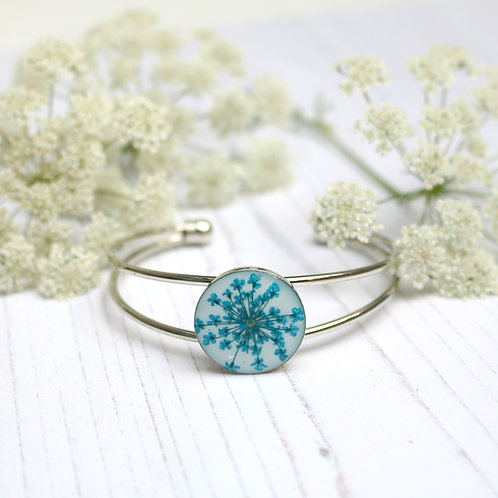 Silver bangle in white, with real teal Queen Anne's Lace flower