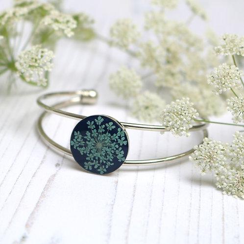 Silver bangle in Navy blue, with real blue Queen Anne's Lace flower
