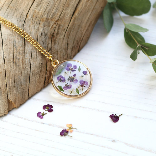 Alyssum and fern gold circle necklace