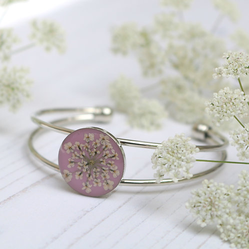 Silver bangle in Dusky pink, with real Queen Anne's Lace flower