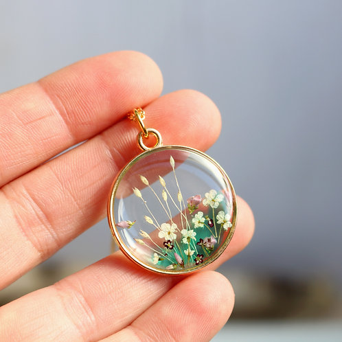 Emerald green real flowers gold necklace 55th anniversary