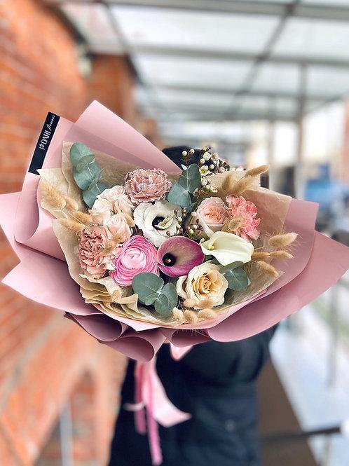 букет цветов с каллами