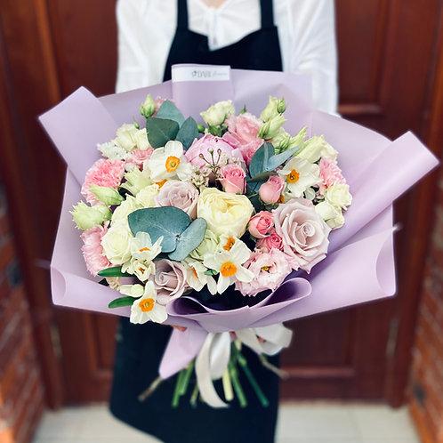 Букет цветов с нарциссами