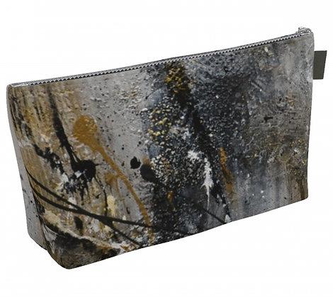 Trousse à maquillage en tissu noir, gris et or, produit dérivé de la peinture abstraite de l'artiste peintre Gisèle Vivier