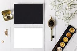 mockup-envelope-golden-ink-blank-card-flowers-black-nibs-pen-baby-breath-wedding-calligraphy-vintage