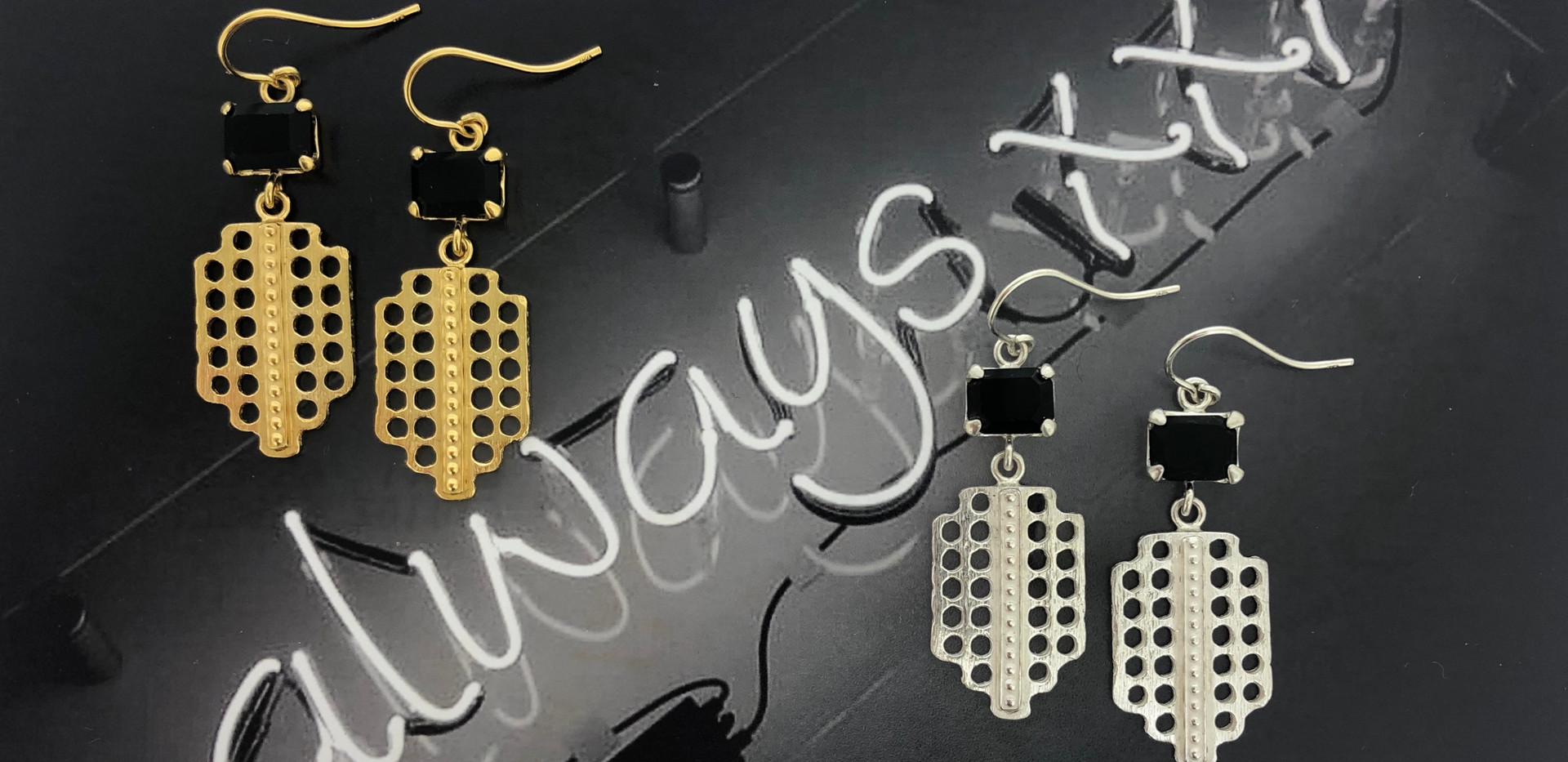 silver & silver 18 carat gold-plated earhooks onyx