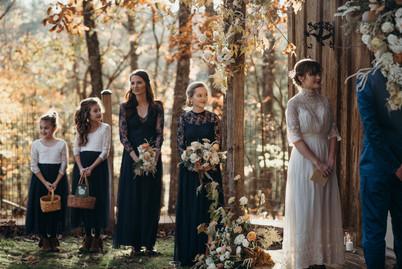 samara_floral_wedding_florist_atlanta_bride_organic_nature_wild_natural_bride_ceremony_floral_installation_bridesmaids_bouquet_flower_girl_bridal_party