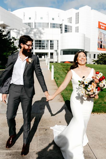 samara_floral_atlanta_urban_wedding_bride_groom_bouquet_high_museum_modern_organic_flowers_roses_summer