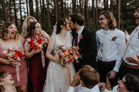 samara_floral_atlanta_wedding_florist_bridal_party_bridesmaids_groom_bouquets_outdoors_red_fall_color