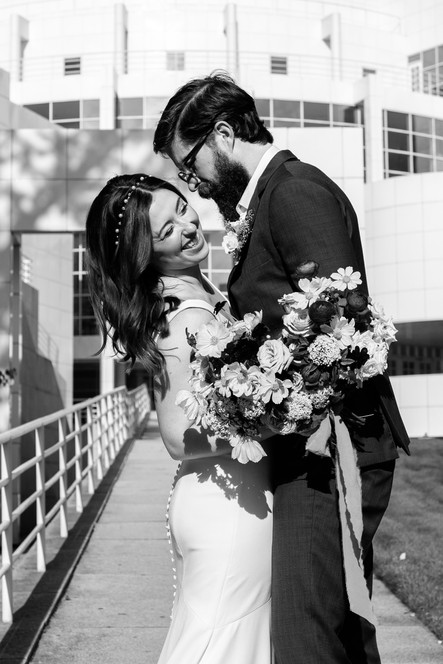 samara_floral_wedding_flowers_modern_artful_urban_elegance_chic_industrial_bridal_bouquet_couple_high_museum