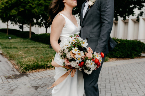samara_floral_atlanta_wedding_urban_elegance_summer_pink_roses_organic_wild_artistic_artful_florals_bouquet_bride_groom