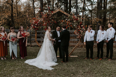 trace_annie_wedding_ceremony_bridal_party_bridesmaids_groomsmen_bride_groom_installation_floral_organic_modern_earthy_pink_red_orange