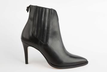bottines noires, vue de profil