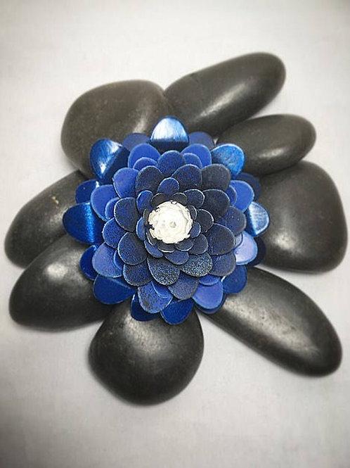 Blue flower brooch-clip