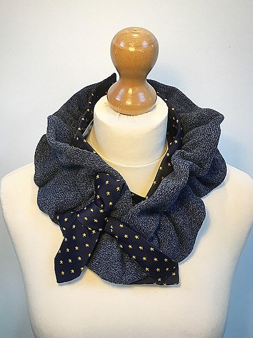Grey wool ruffle cravat
