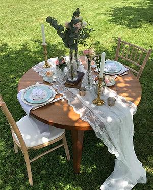 TABLE EN AMOUREUX VINTAGE ET CHAMPETRE .
