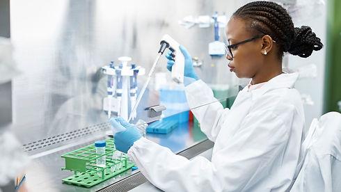 scientist-analyzing-medical-sample-in-la