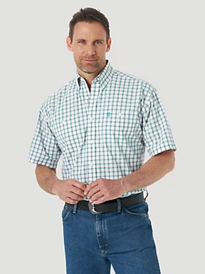 WRANGLER MENS GEORGE STAIGHT SHORT SLEEVE BLUE AND WHITE PLAID BUTTON DOWN