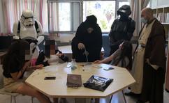 בסתם עוד יום שלישי שהתחיל רגיל ביקרו אצלנו בדנה בהפתעה קבוצת חובבי 'מלחמת הכוכבים', הצטרפו לשיעורים ועשו לנו נעים