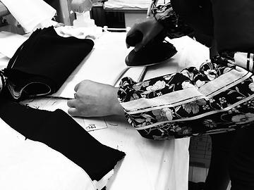 衣料品プレス加工