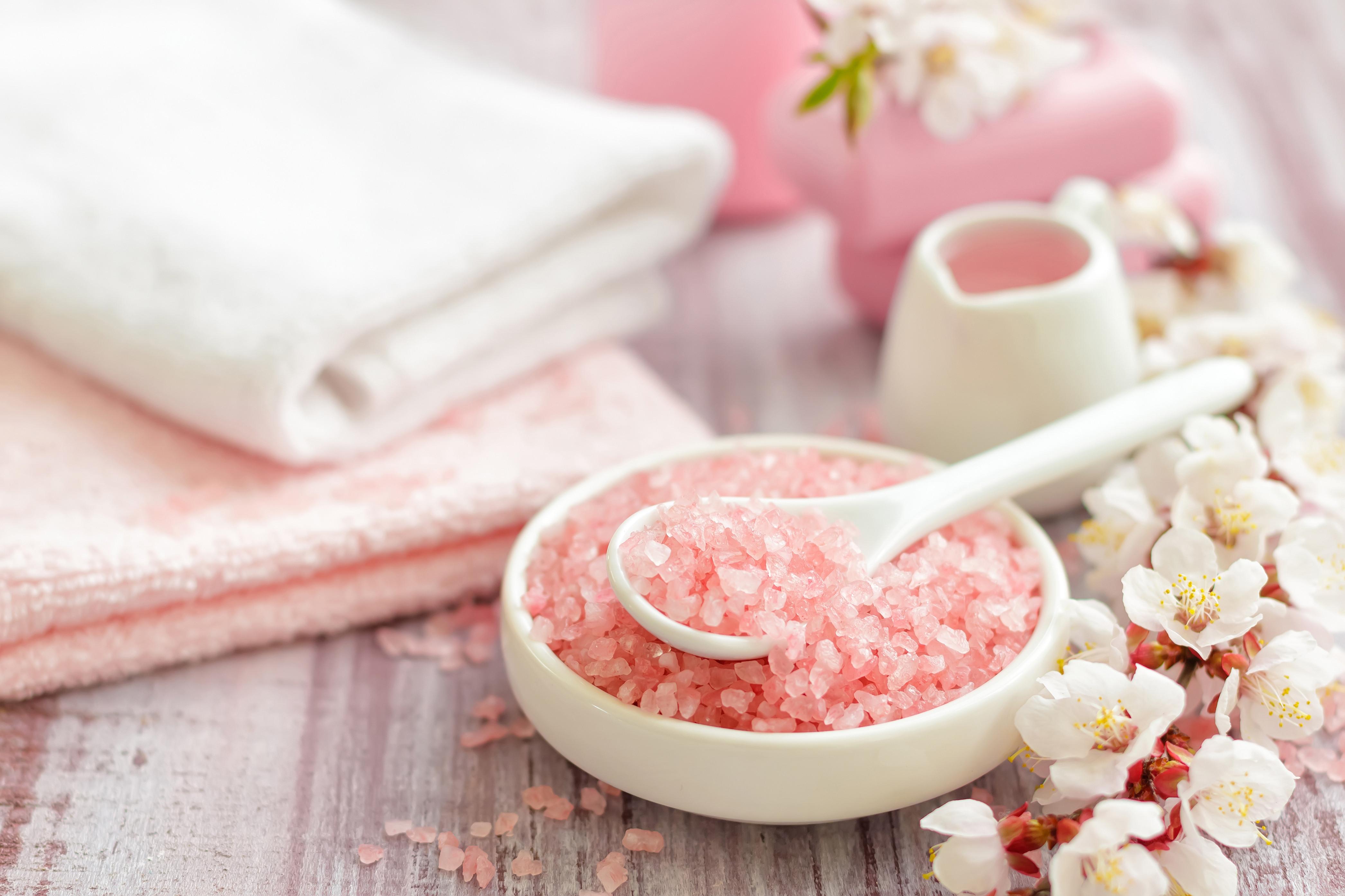 Signature Massage w/ Sea Salt Back Scrub